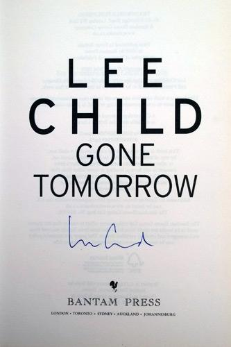 Lee-Child-autograph-signed-Jack-Reacher-memorabilia-book-novelist-literary-writer-author-novel-crime-fiction-gone-tomorrow-first-edition-signature