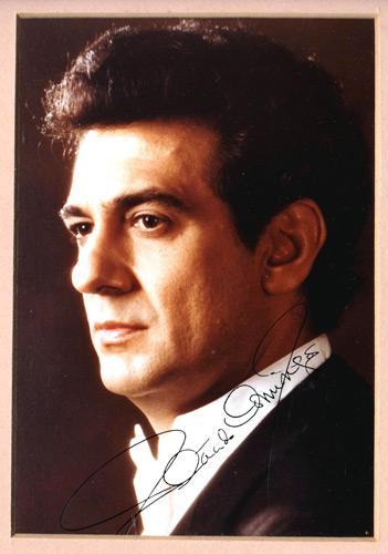 Placido-Domingo-autograph-signed-opera-music-memorabilia-the-three-tenors-signature-baritone-Jose-Placido-Domingo-Embil-spanish-conductor