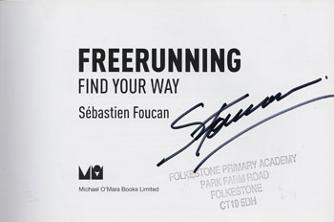 Sebastien-Foucan-signed-Freerunning-Free-Running-Find-Your-Way-Parkour-book-first-edition-james bond-007-casino royale-mollaka casino royale