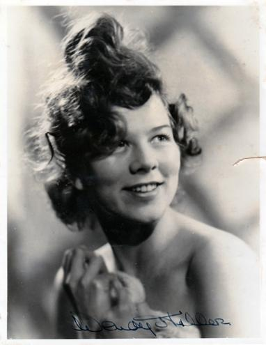 Wendy-Hiller-autograph-signed-film-theatre-memorabilia--Murder-on-the-Orient-Express-Saint-Joan-Pygmalion-Major-Barbara-Pygmalion-Colonel-Blimp-Separate-Tables-Man-for-All-Seasons