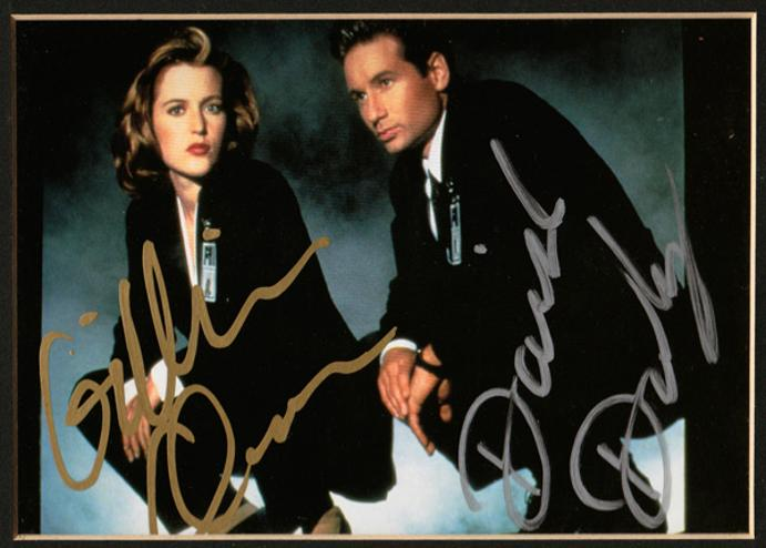 X-Files-Memorabilia-David-Duchovny-autograph-Gillian-Anderson-autograph-signed-tv-memorabilia-Fox-Mulder-Dana-Scully-the-truth-is-out-there-television-collectables-sci-fi