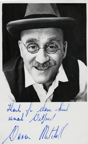 warren-mitchell-signed-tv-memorabilia-television-star-legend-autograph-Till-Death-Us-Do-Part,-Alf-Garnett,-In-Sickness-and-in-Health,-The-Thoughts-of-Chairman-Alf,-Hancock's-Half-Hour,